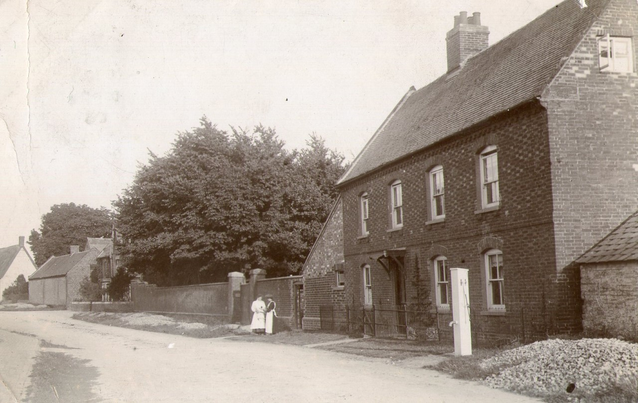 Postcard of Braunston Farm house